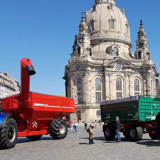 Lomma Sachsen präsentiert sich auf dem Neumarkt in Dresden
